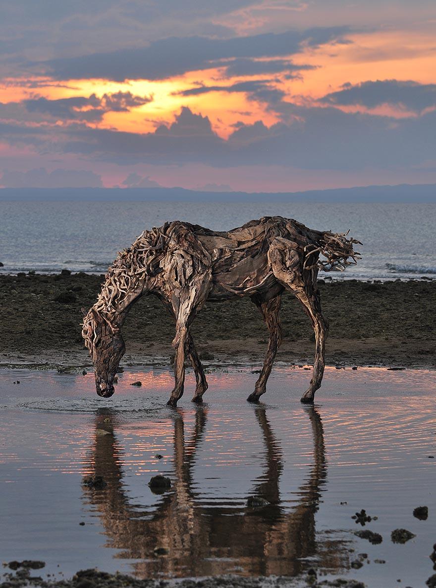 galloping-driftwood-horse-sculptures-jame-doran-webb-2