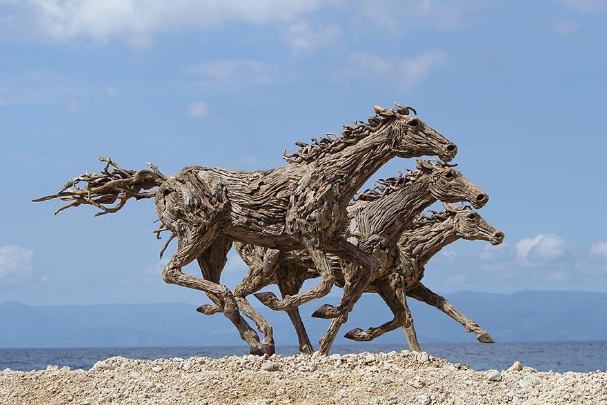 galloping-driftwood-horse-sculptures-jame-doran-webb-9