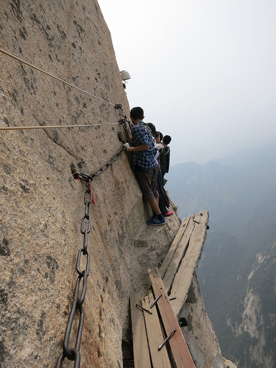 hiking-trail-huashan-mountain-china-1.jp