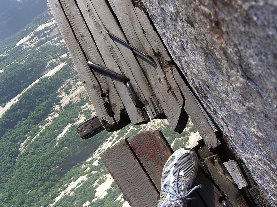 hiking-trail-huashan-mountain-china-12.j