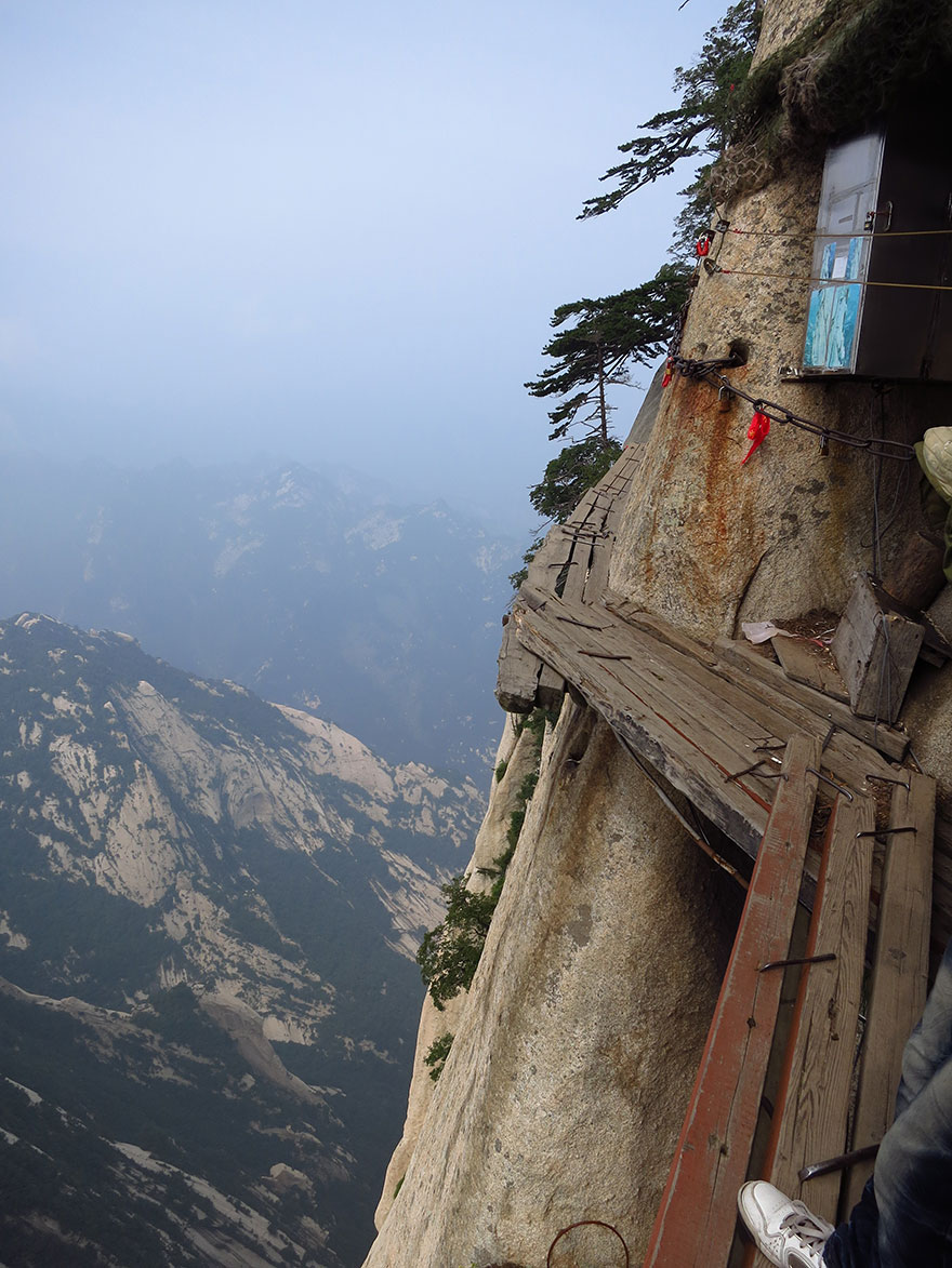 hiking-trail-huashan-mountain-china-13.j