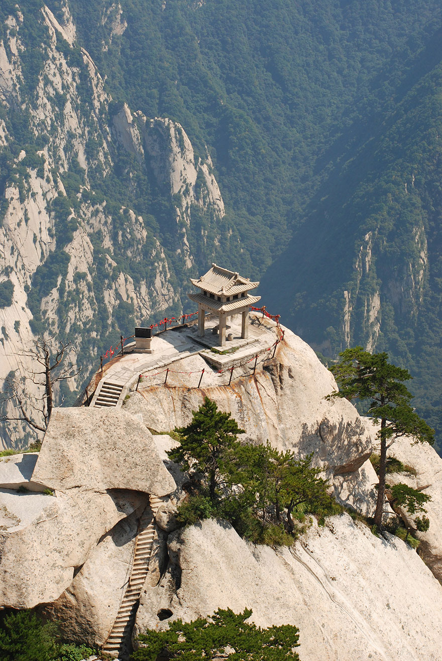 hiking-trail-huashan-mountain-china-14.j