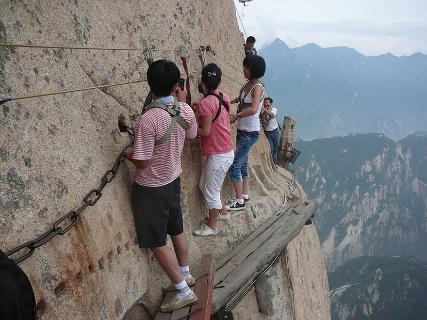 hiking-trail-huashan-mountain-china-9.jp