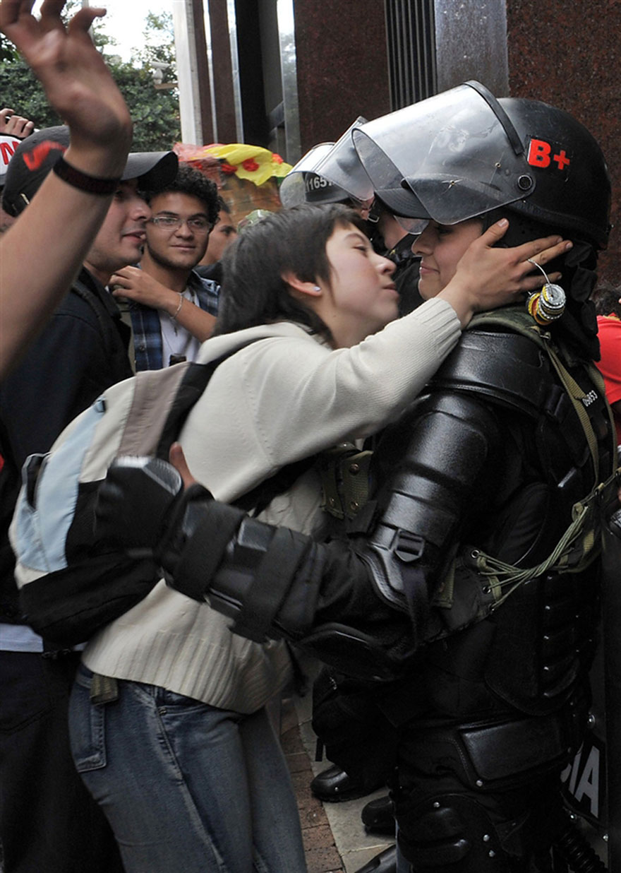moments-of-peace-during-protests-10