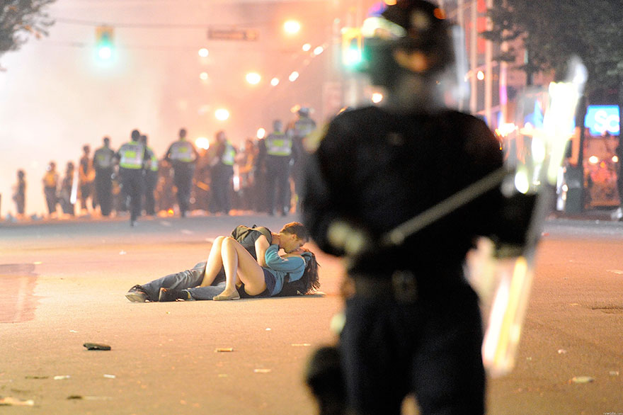 moments-of-peace-during-protests-21