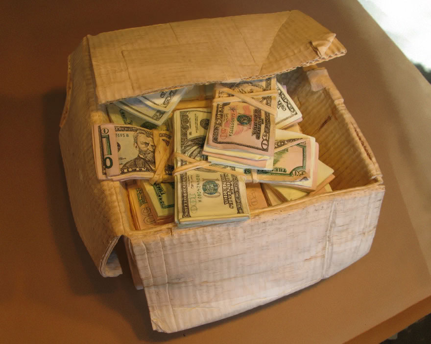 realistic-wood-sculptures-box-of-cash-randall-rosenthal-8
