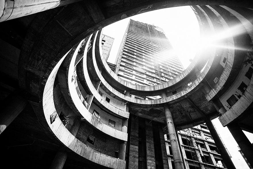 tower-of-david-caracas-abandoned-skyscraper-sebastian liste-3