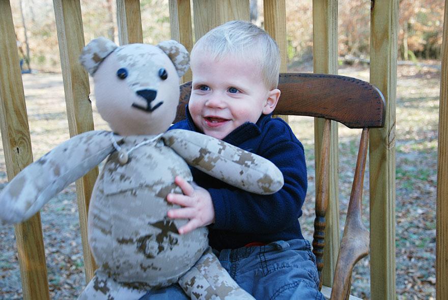 matthew-freeman-project-soldier-uniform-teddy-bears-5