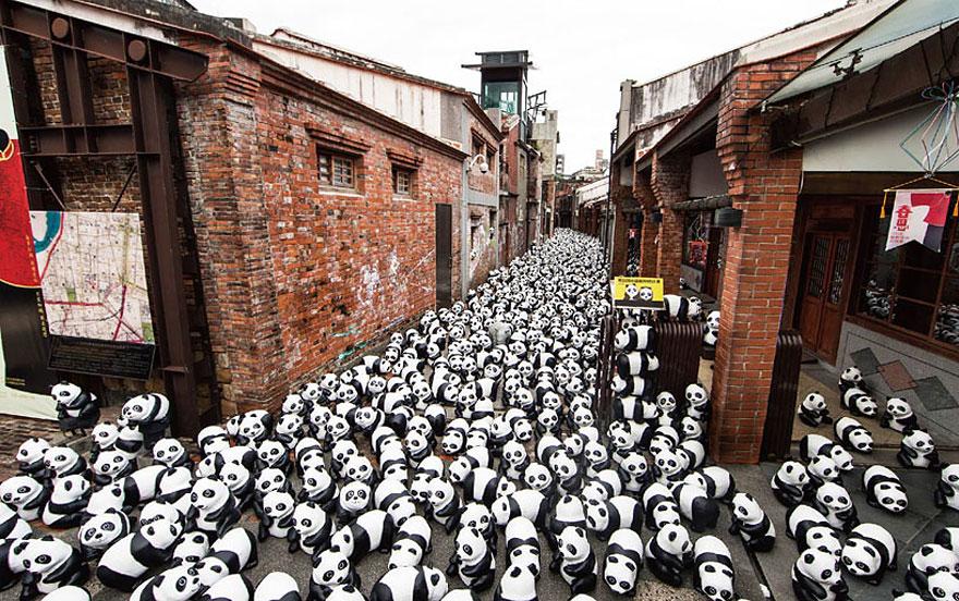 paper-mache-panda-tour-paulo-grangeon-4