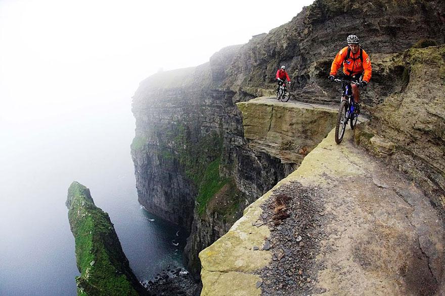 Đạp xe không chỉ dừng lại ở những quãng đường dài mà còn chinh phục cả độ cao và sự hiểm trở