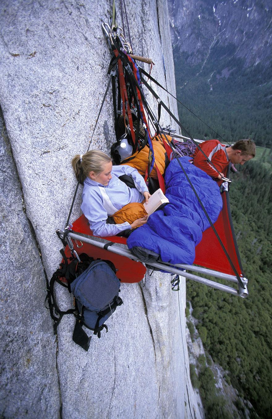 Nếu ở trên cao như thế liệu bạn vẫn đủ bình thản để đọc sách...