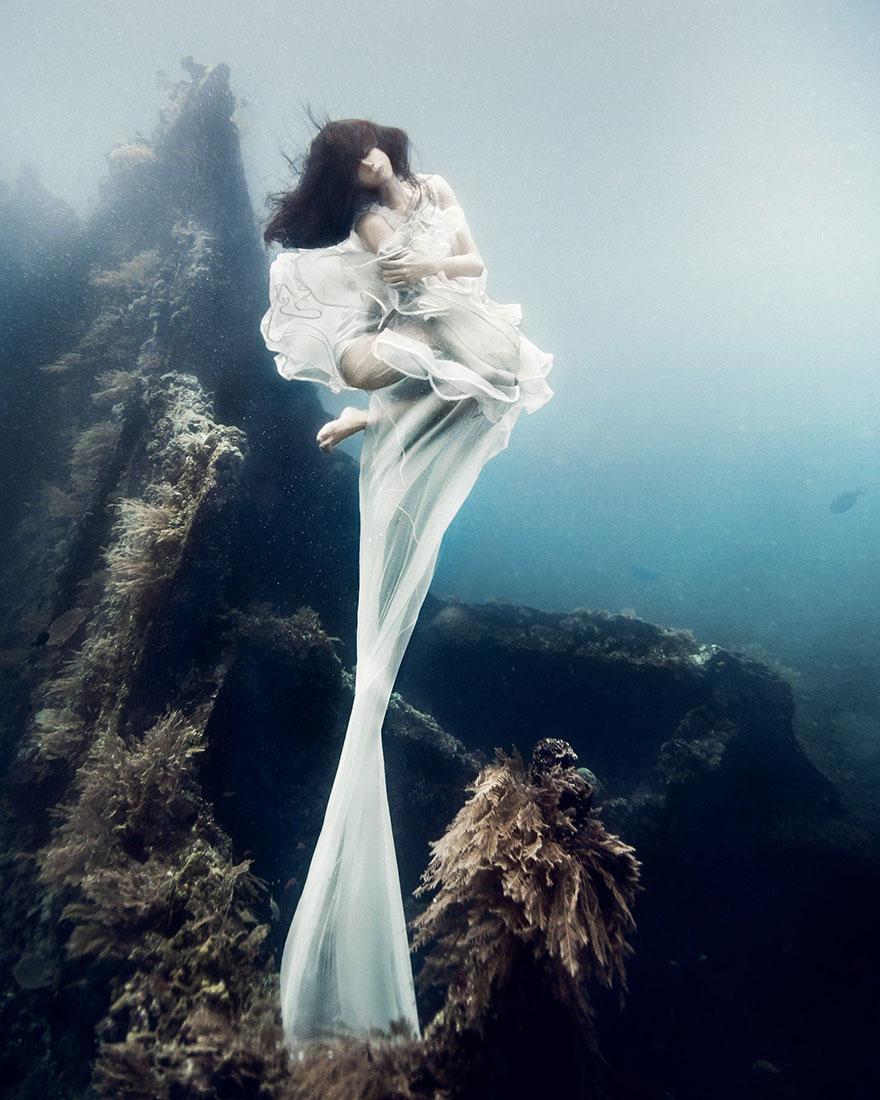 Bộ ảnh thật sự như đang kể về một chốn thần tiên cổ tích dưới lòng biển xa xôi