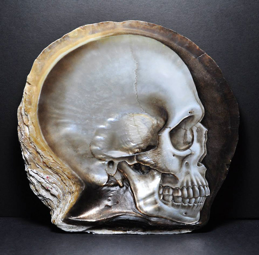 mother-of-pearl-shell-skull-carving-gregory-halili-4