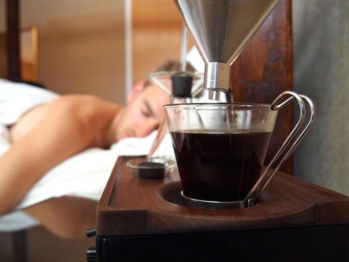 reloj-despertador-cafe-joshua-renouf
