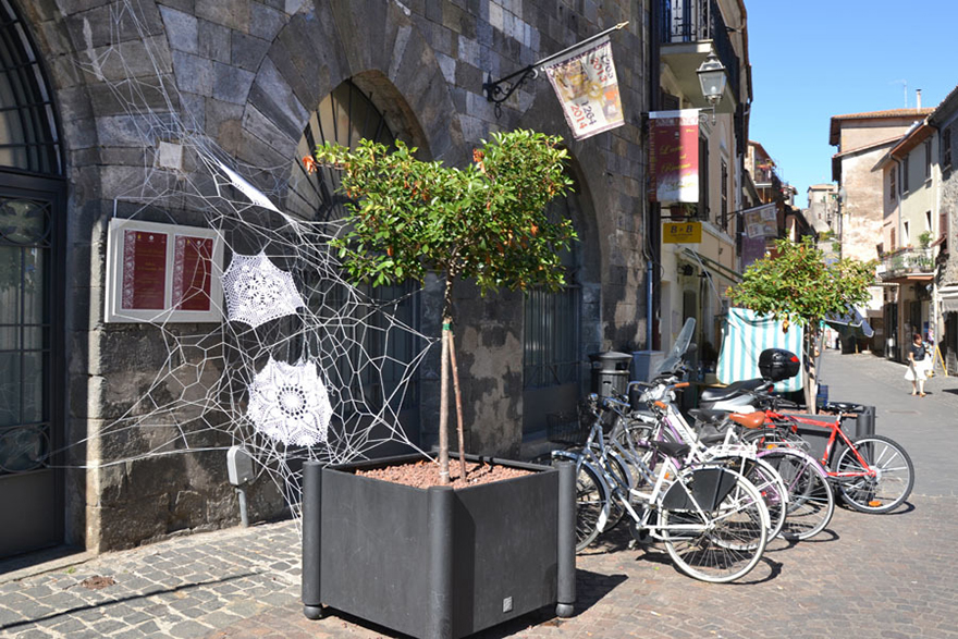 crochet-lace-street-art-nespoon-4