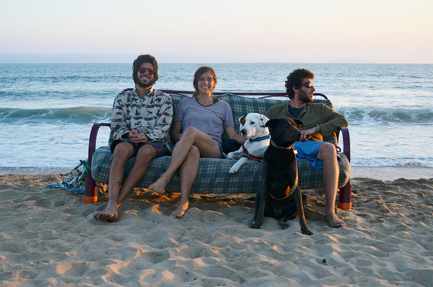 three-friends-two-dogs-one-futon-roadtrip-photos-7