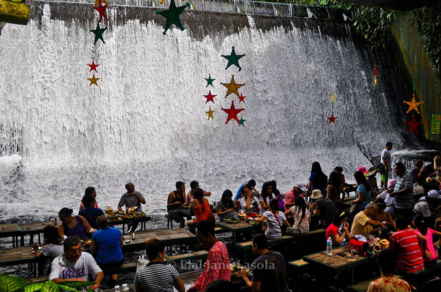 Exotic restaurant by a waterfall in philippines bored panda for Villa escudero resort with the waterfalls restaurant in philippines