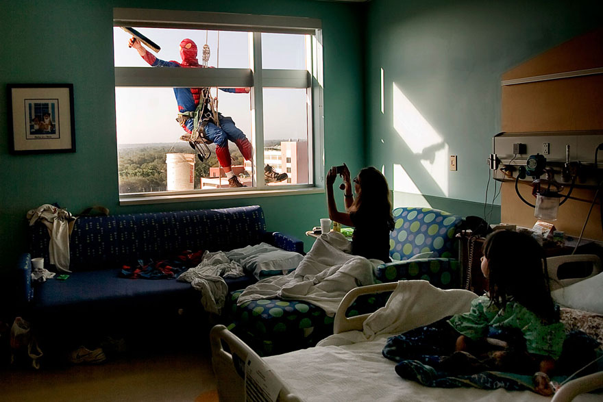 spiderman-window-washers-childrens-hospital-1