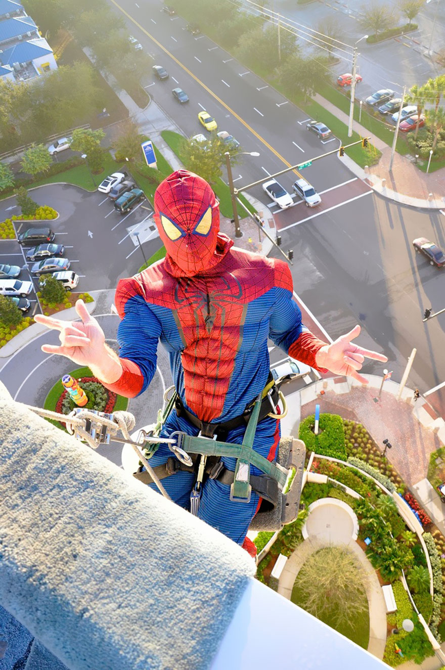 spiderman-window-washers-childrens-hospital-2