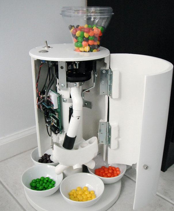 skittles-sorting-machine-3