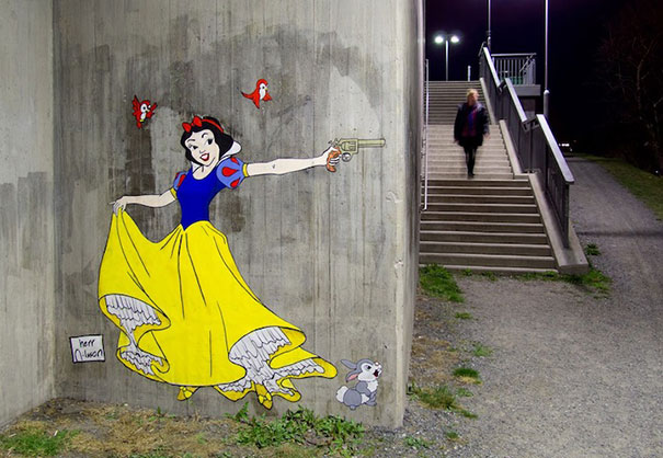 Killer Disney Princesses in the Streets of Stockholm (3 pics)