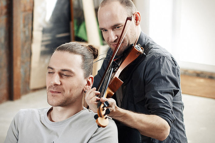 Musician Plays Violin With Strings Made From Human Hair