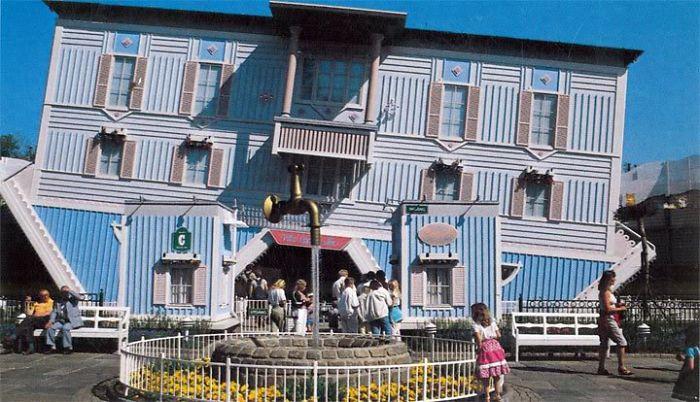 Villa Upp Och Ner, Liseberg, Gothenbourg
