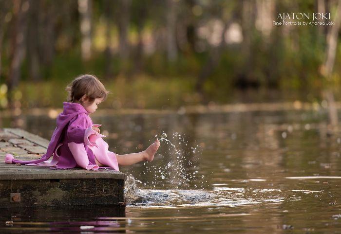 Little Girl By The Lake. Www.tinttu.com