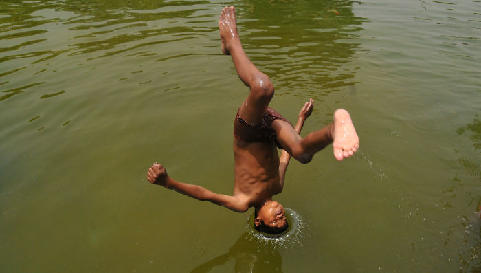 Boy Jump The Water -india