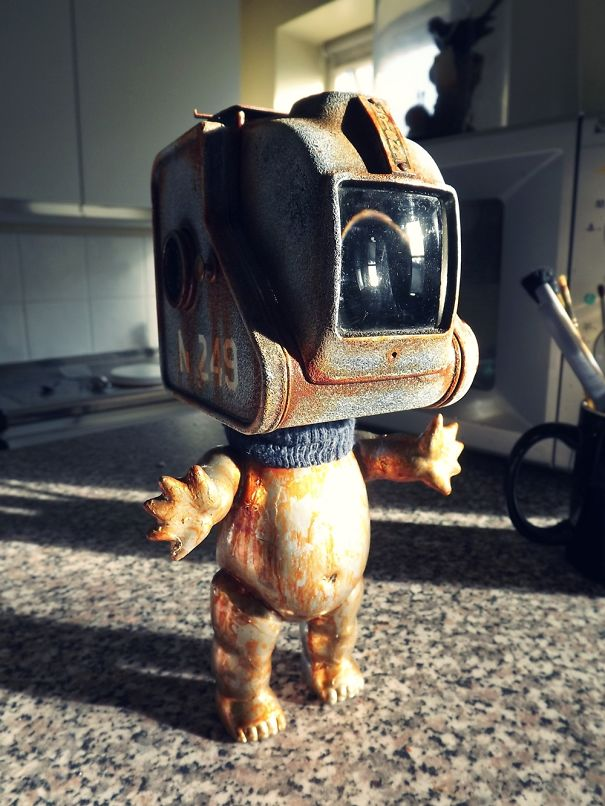 I Make Robots Out Of Rubbish