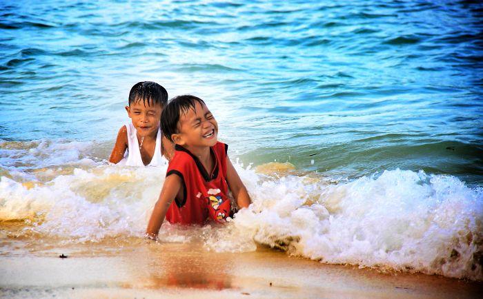 "Philippines ""waves Of Joy"""