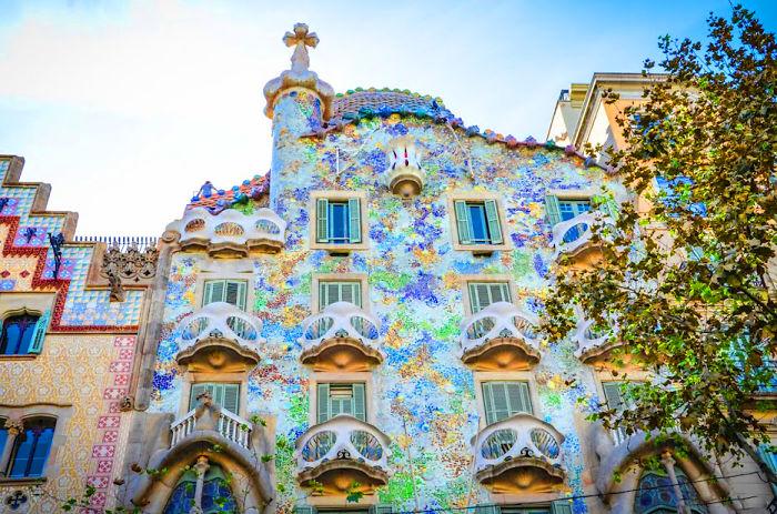 Casa batll barcelona spain bored panda for Barcelona jardin gaudi