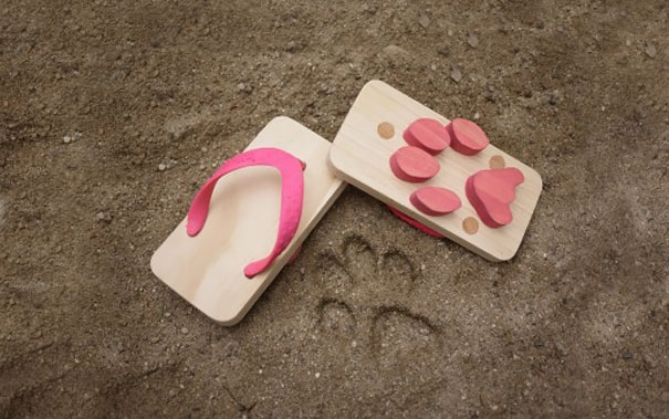 Cat's Paw Wooden Sandals