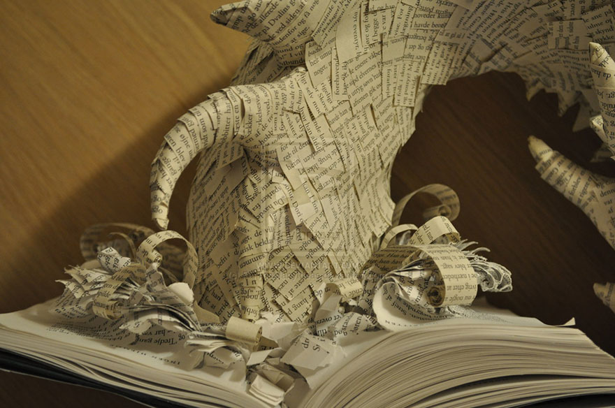 paper-sculpture-smaug-the-dragon-hobbit-fartoomanyideas-3