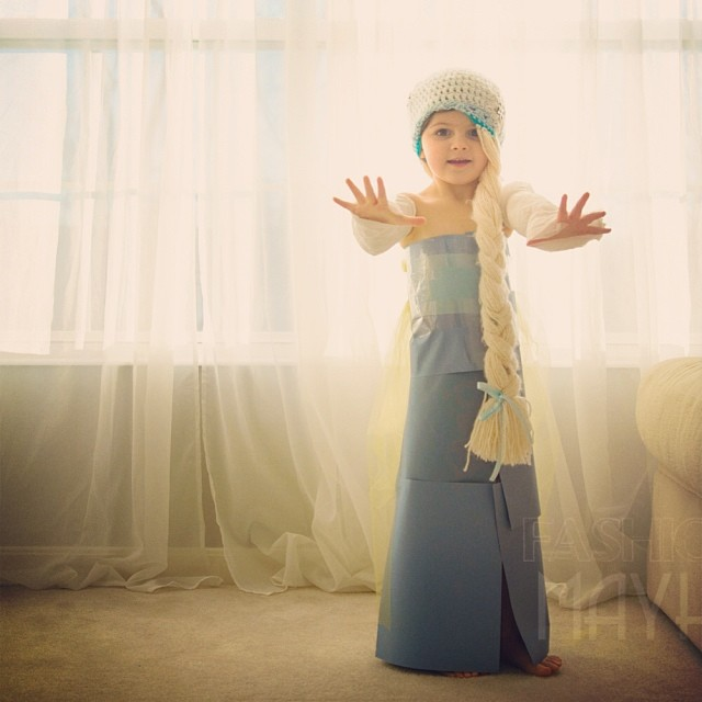 4-year-old-girl-paper-dresses-2sisters-angie-mayhem-29