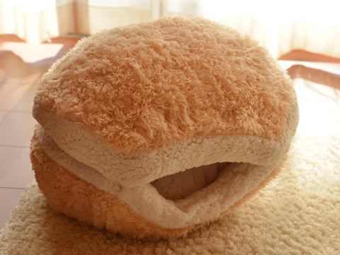 cat-burger-bed-maru-1