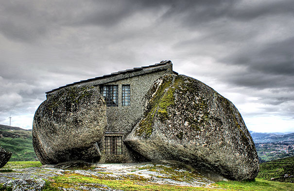 17 magical cottages taken straight from a fairy tale for Foto di case strane