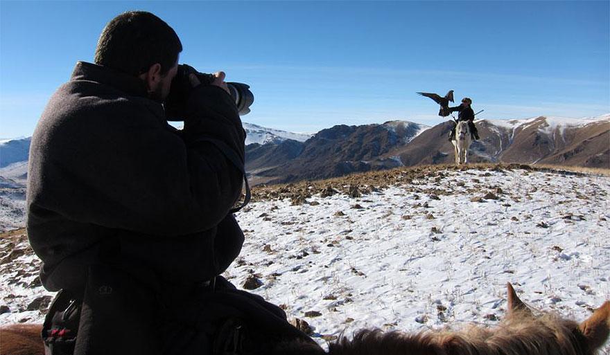 kazakh-female-eagle-hunter-asher-svidensky-7