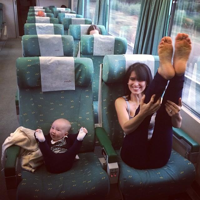 mom-and-daughter-yoga-hilaria-baldwin-1