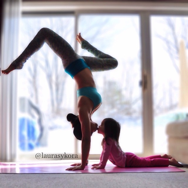 Mother And 4-Year-Old Daughter Take Adorable Pictures Of ...