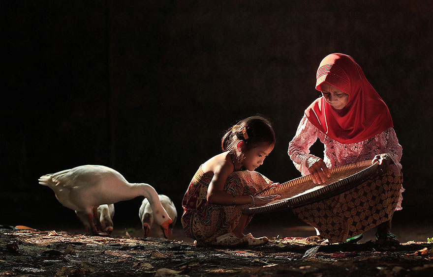 village-life-indonesia-herman-damar-3
