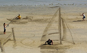 Mind-Bending 3D Beach Art By NZ Artists Jamie Harkins, Constanza Nightingale and David Rendu