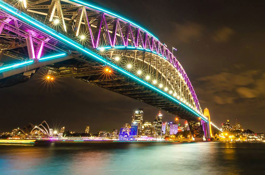 Light Transforms Sydney's Buildings Into Stunning Works Of ...