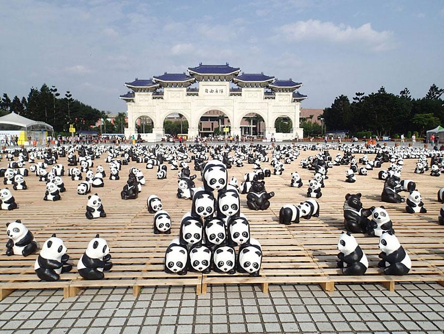paper-mache-panda-tour-paulo-grangeon-10