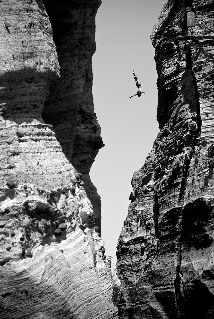 30 death defying photos that will make your heart skip a beat bored panda - Highest cliff dive ...