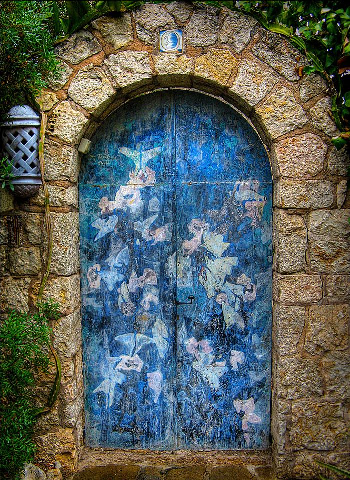 Pollença Balearic Islands Spain & 30 Beautiful Doors That Seem To Lead To Other Worlds | Bored Panda