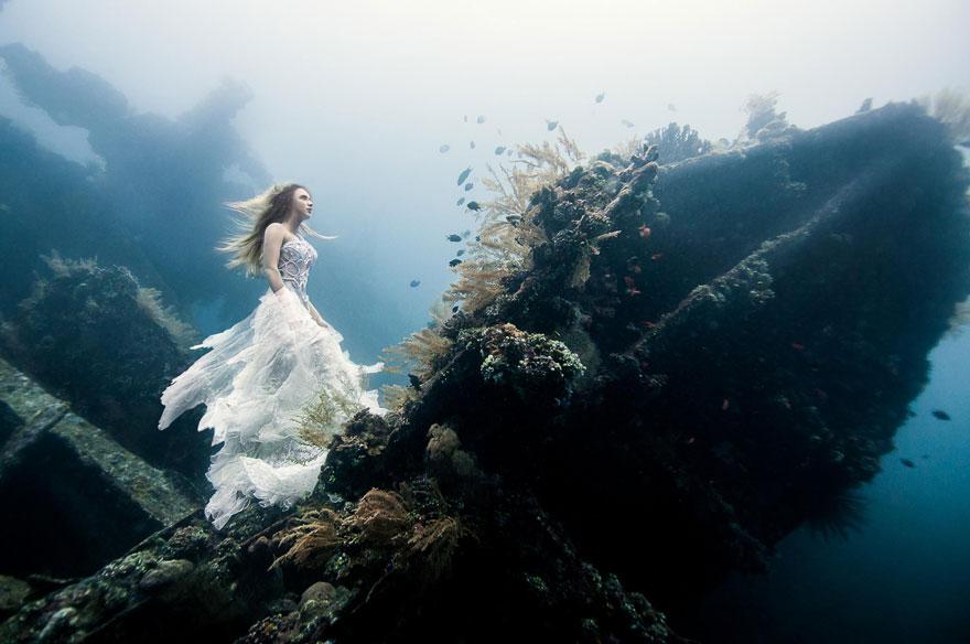 bali-shipwreck-divers-underwater-photoshoot-benjamin-von-wong-1