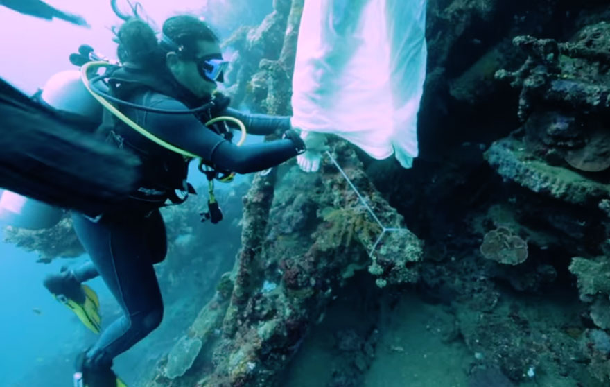 bali-shipwreck-divers-underwater-photoshoot-benjamin-von-wong-5