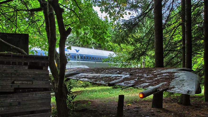 Man Lives In A Boeing 727 In The Middle Of The Woods