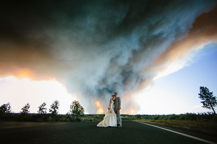 wildfire in oregon ruined wedding party but turned it into
